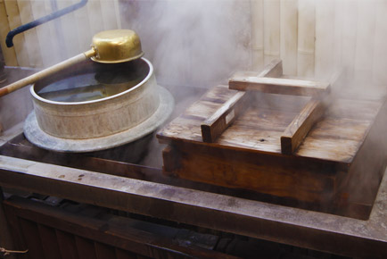 The speciality 'hell steamed' that food is steamed by natural Onsen ste
